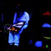Tmavá multisenzorická miestnosť stimuluje klientov k reakciám